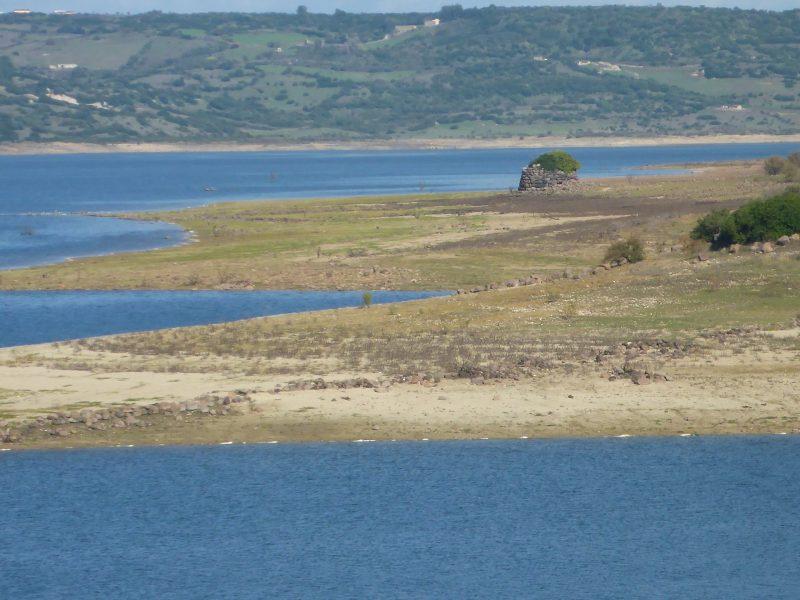 Nuraghe e il Lago Omodeo, foto Marco Marrosu